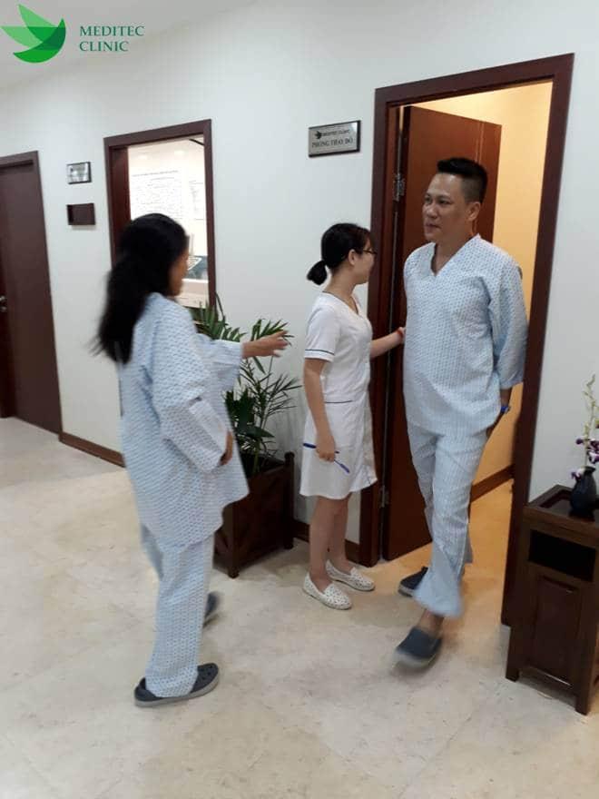 Điều dưỡng viên sẽ hướng dẫn khách hàng thăm khám theo đúng quy trình